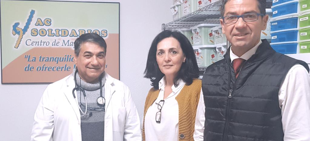 Médico y directora de AC Solidarios junto a Francisco Muñoz, abogado especialista en implantación de Compiance Penal.